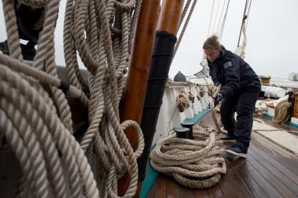 Départ de Brest de la goelette étoile pour une mission grand nord, le 18 mai 2015. La goélette Etoile,voilier école de la Marine Nationale, a appareillé de Brest le 18 mai 2015 pour une mission de près de 3 mois dans le grand nord, via les îles Féroé, l'Islande et le Groenland. Cette mission est une première pour une goélette de la Marine Nationale.